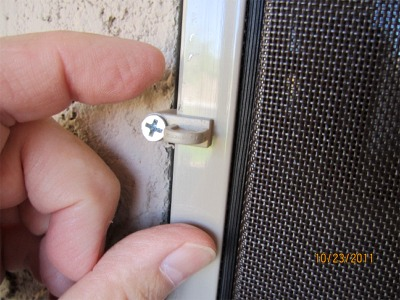 how to hold in window screen with screen clips